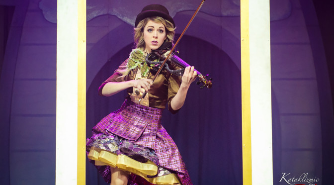 """REVIEW: Lindsey Stirling Spreads Christmas Cheer with """"Warmer in the Winter"""" Tour Finale in Phoenix 12-23-17"""